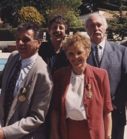 Jean-Claude Chermann et Françoise Barré-Sinoussi (au premier plan) - Pierre Belujon et Pierre Kress (au second plan)